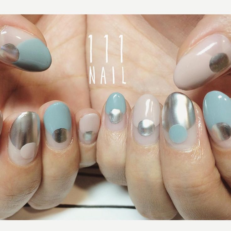 ⚪️○⚪️○ #nail#art#nailart#ネイル#ネイルアート#バルーンフレンチ#cool#mode#metallic#round#ショートネイル#ネイルサロン #nailsalon#表参道