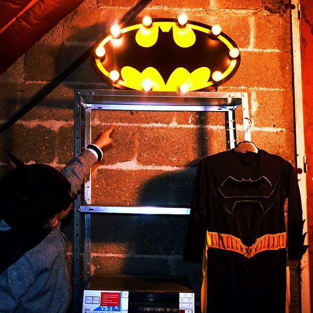 La relève est assurée... Envie d'une enseigne lumineuse personnalisée ?  Rendez-vous sur www.just-a-spark.fr  #batman #superpouvoir #apprentisuperhero #enseignelumineuse #batcave #comics #superheroes #dream #batmanfan #decoenfant #enseigne #faitmain #madeinfrance #bois #justaspark