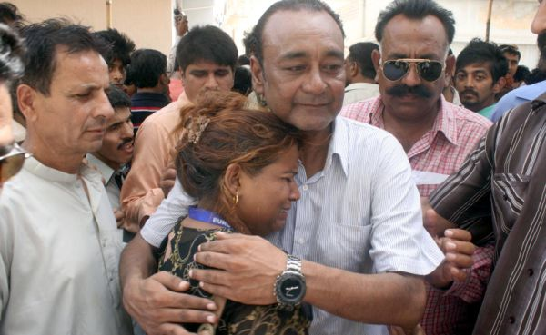KARACHI: Relatives mourn the death of Pakistan's legendary classical singer Mehdi Hassan. Pakistan's legendary classical singer Mehdi Hassan, who captivated millions of music fans across South Asia, died on June 13 after a long illness his family said. He was 84. Hassan, known as Shahenshah-e-Ghazal, or the king of classical singing among Urdu speakers across the world, died in a private hospital.