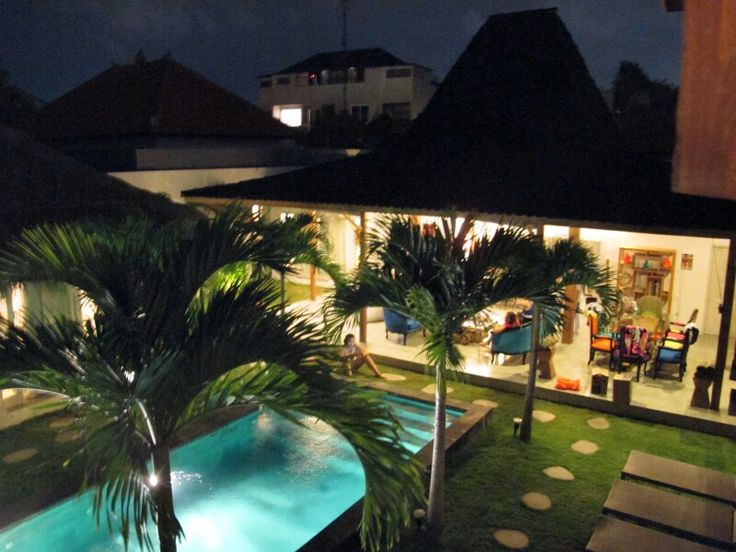 Mareva Villa Yard
