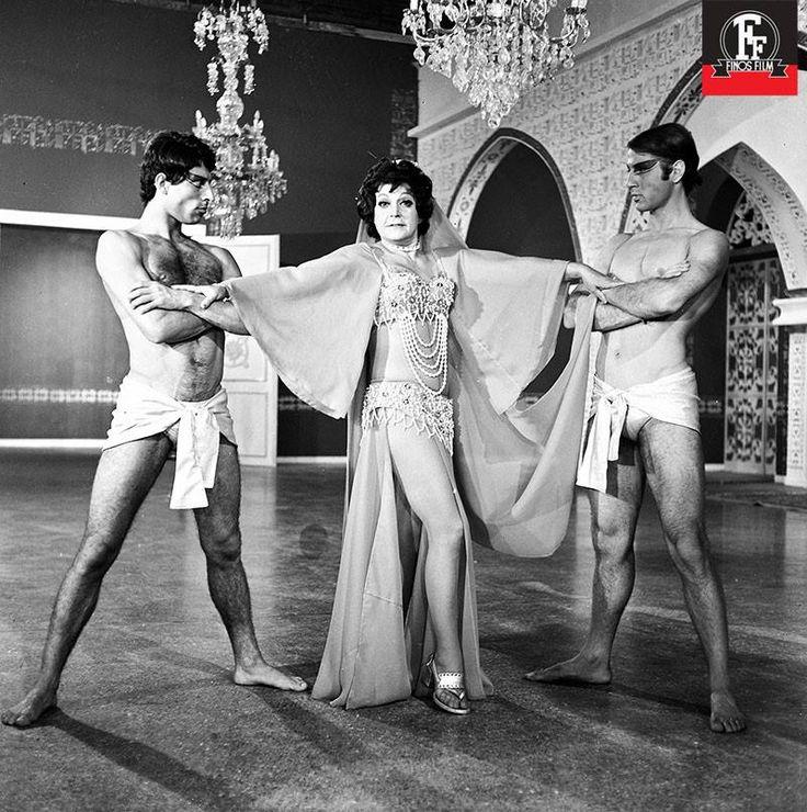 4 Ιανουαρίου 1971 – Πρεμιέρα για την μουσική κωμωδία του Γιάννη Δαλιανίδη «Μια Ελληνίδα στο Χαρέμι». Η Ρένα Βλαχοπούλου και ο Χρόνης Εξαρχάκος μας χαρίζουν αμέτρητες στιγμές γέλιου, με ανεπανάληπτες ατάκες και εξαιρετικής ποιότητας χιούμορ.