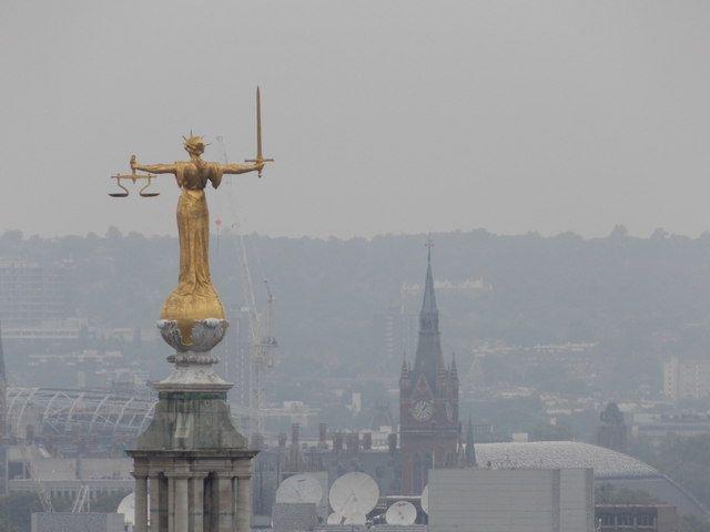 ¿Sabes cómo pedir los servicios de un abogado y procurador de oficio?