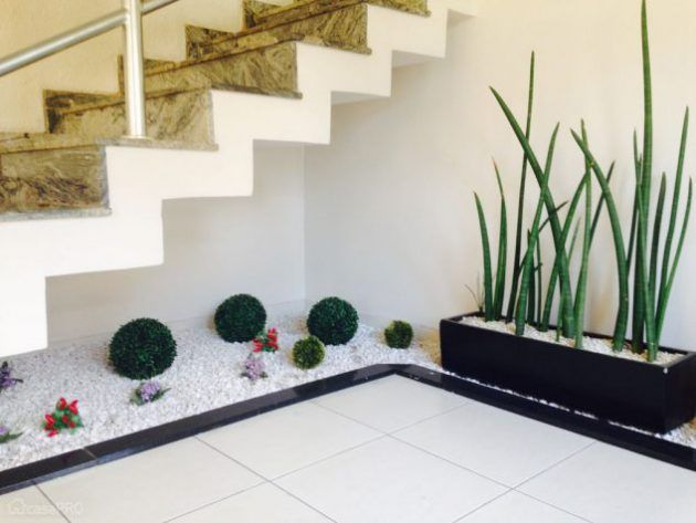 15 Awesome Under-The-Stairs Gardens That Are Worth Seeing