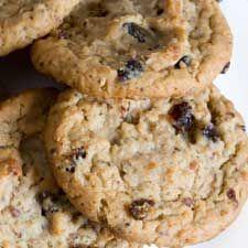 Recette Biscuits aux flocons d'avoine et aux raisins secs  - Coup de Pouce