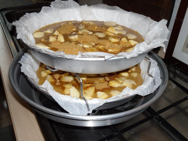 Ingredienti: 250 g di farina con lievito 200 g di zucchero di canna Dulcita 50 g di olio