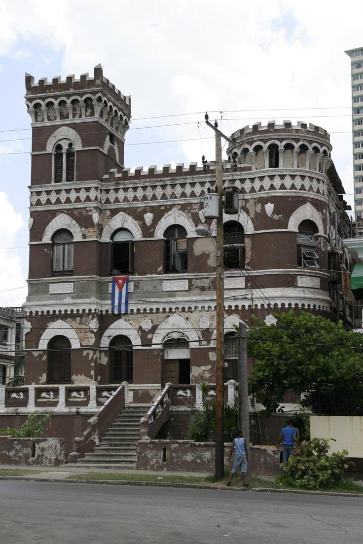 A mansion near the beach in La Habana