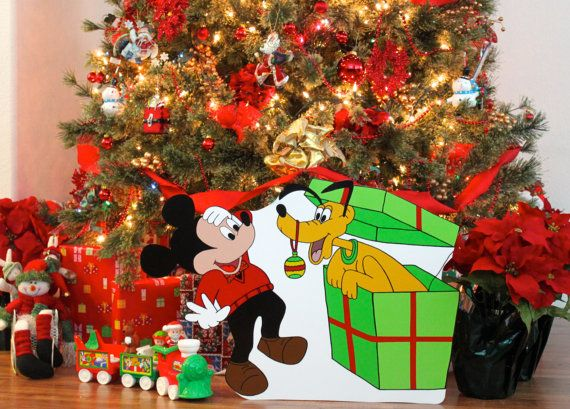 1000 images about yard decorations on pinterest disney for Decoration noel mickey