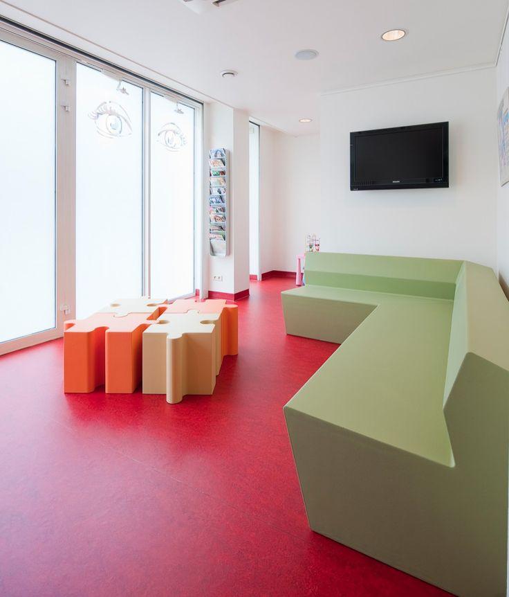 Идеи для оформления медицинских учреждений на примере клиники по коррекции зрения (диван SIXINCH ZigZag, пуфы SIXINCH Puzzle) #design #idea #clinic
