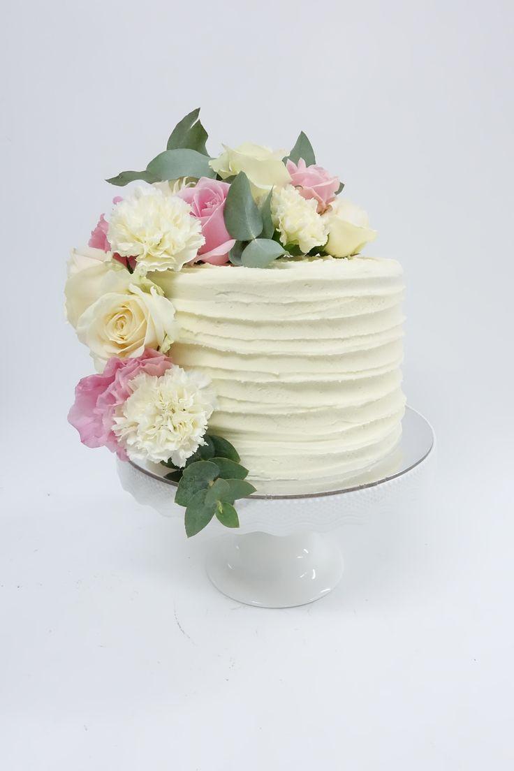 #freshflorals #birthdaycake #cake #vanillapod #vanillapodspecilatycakes #brisbanecakes #weddingcake #brisbaneweddingcakes #brisbanecafe #noveltycakesbrisbane