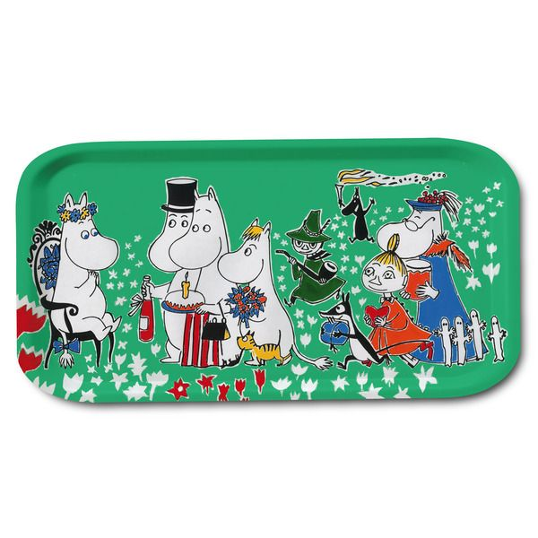 Delightful green tray featuring the Moominfamily celebrating the birthday of Moomintroll. Handmade and with illustrations by Tove Jansson. High quality wood, made in Sweden. Suitable for the dishwasher. Brings joy to your home!