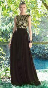 Vestido cuerpo dorado y negro y falda negra de Carla Ruiz