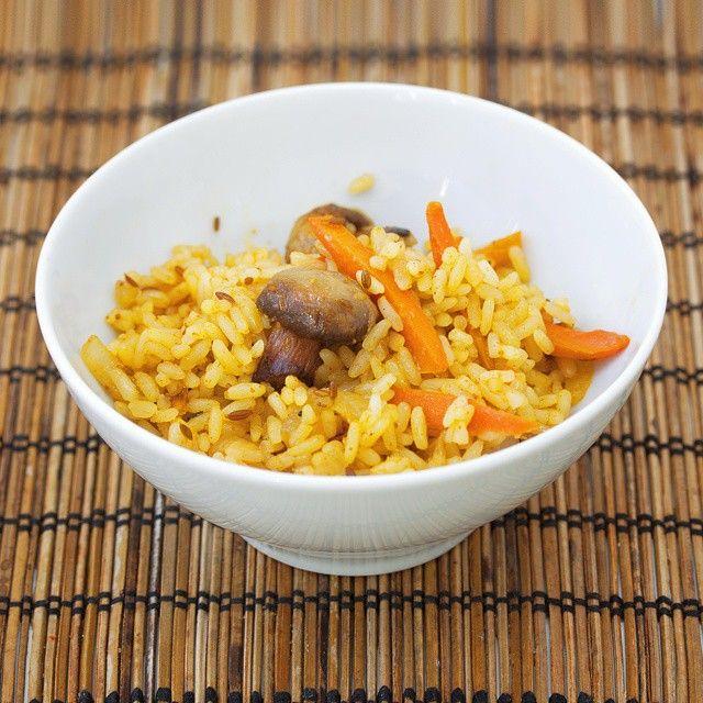 Вегетарианский плов с грибами. #плов #foodphotography #грибы #рис #карри #грибы #шампиньоны