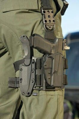 Tactical knife and pistol thigh holster