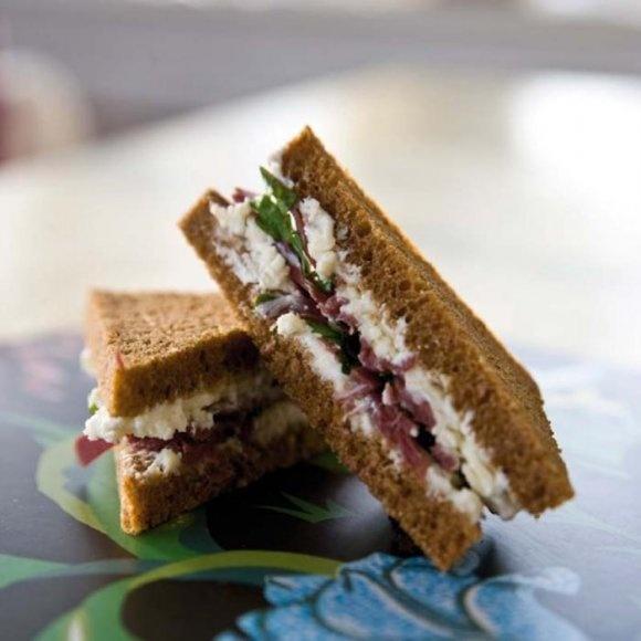 Sandwich med västerbottensost och rökt ren