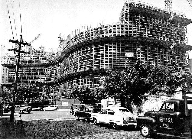 O edificio Copan, em obras, em 18 de maio de 1957. Oscar Niemeyer