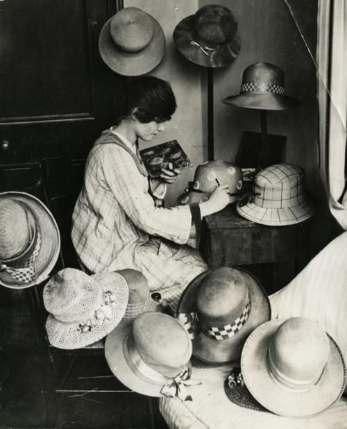 "Milliner's shop, English, 1919. ""Ladies'  hat designer uses oil paint to paint the hats she makes. Each design is different so every hat is a unique product. Kensington, England, 1919."": Paintings Hats, Design Paintings, Bridal Gowns, Kensington London, Ladies Hats, Prom Dresses, Junior Dresses, Flower Girls, Hats Design"