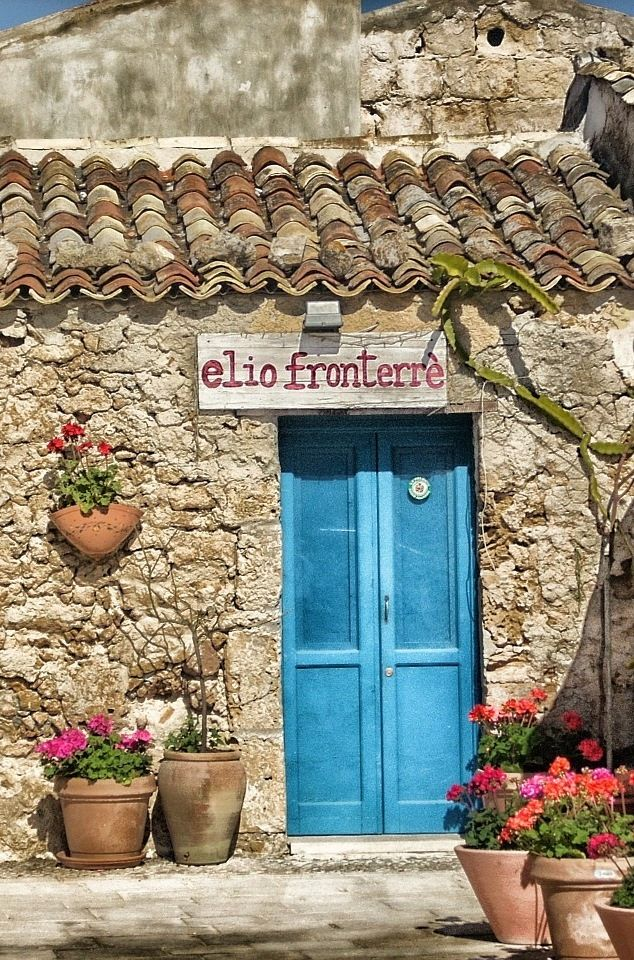 A beautiful rustic house in rural Tuscany | Click to find 100 ways to explore Italy!
