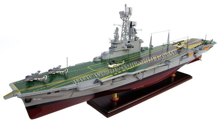Karel Doorman Aircraft Carrier Model Ready for display - Karel Doorman Vliegdekschip model klaar voor vertoning