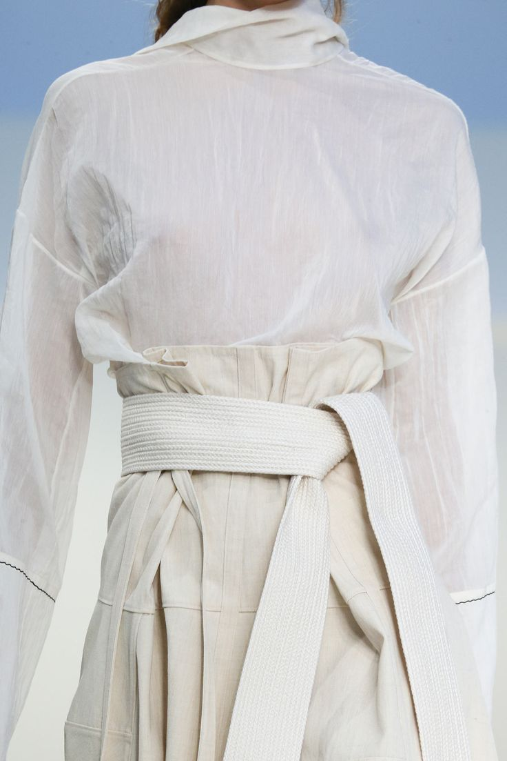 Tenue basique d'officier Héron Blanc -- Basic White Heron officier suit.