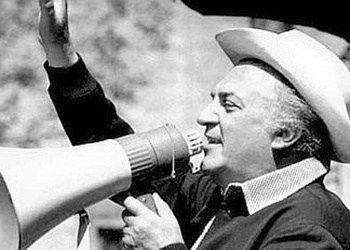 """Cappelli di Paglia di Montappone  Vi è un paese, situato sulle colline del Fermano e a pochi chilometri dalla Abbazia di Fiastra, pressoché sconosciuto, come paese in sé stesso ma famose in tutto il mondo, le sue lavorazioni artigianali i """"Cappelli di Paglia"""". Ne portava uno, fieramente, Federico Fellini, ora il suo famoso cappello è stato donato dalla famiglia al Museo del Cappello di Montappone."""