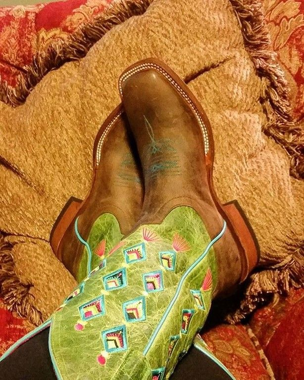 Time for a fiesta no siesta with these womens Macie Bean cowboy boots