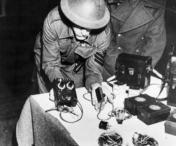 The authorities display the radios carried by Waldberg and Meier. The German Abwehr had supplied them with radios that could transmit but not receive. The first executions under the Treachery Act 1940 took place on 10th December 1940. Jose Waldberg, 25, a German national, and Karl Heinrich Meier, 24, a Dutchman of German origin were hanged at Pentonville Prison, following their conviction at the Old Bailey in November.