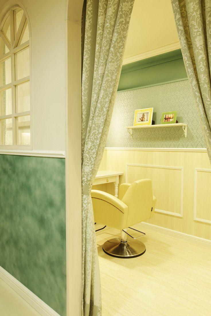 Beauty salon interior design ideas | + hair + space + decor + Tokyo + Japan | Follow us on https://www.facebook.com/TracksGroup <<<【Lond VIPルーム】アンティーク 美容室 内装