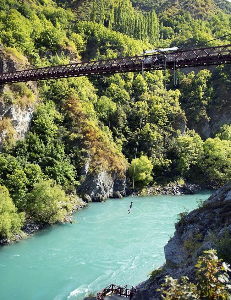 ropejumping in the mountains of New Zealand