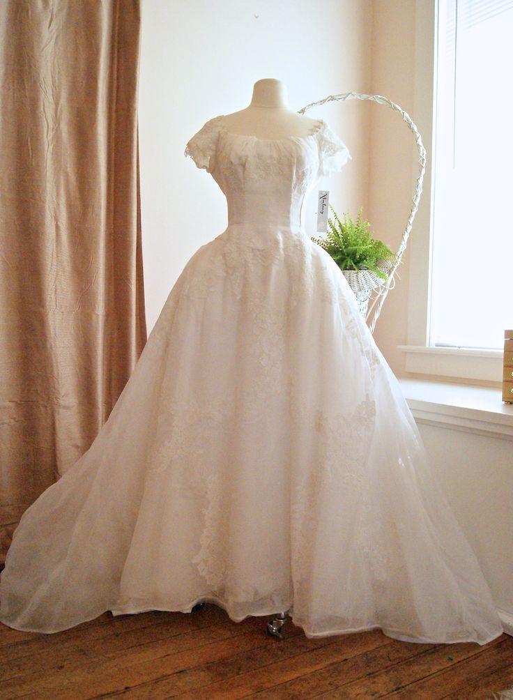 Vintage wedding dress, 1950's Priscilla of Boston.  xtabayvintage.com
