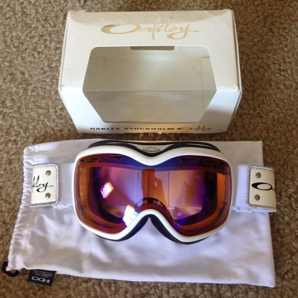Googles women Snowboarding or ski googles brand new. Never been used. Oakley Other