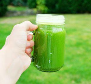 Nydelig grønn juice  som gir god dose med kalsium, C vitamin og jern. Spennende krydret smak av  ingefær og mynte.