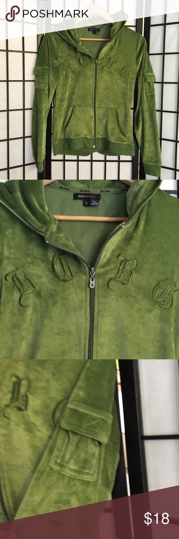 BCBG velvet sweater pine green women's L hoodie Army brat velvet sweater ⛓💚 by BCBG in the early 00s! Where do I start with this gem?! It's got lil cargo pockets on the sleeves for a hardcore touch & logo embroidery. Zips up in the front w/ hood & pockets. I love the pine green color, perfect for pairing w/ some plaid pants or camo cargoes for Cadet Kelly lookz. Condition is perfect! Tagged a size L, fits true. Looks super cute oversized too. Chest: 36 in., length: 22 in. #vintage #velvet…