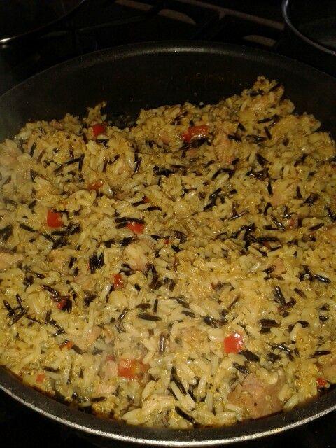 De almuerzo hoy. Arroz salvaje, quinoa y arros parbolizado con chuletas ahumadas al curry