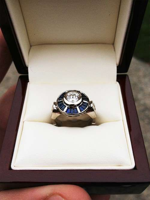 I'm such a nerd for wanting this... R2-D2 Engagement Ring #Starwars #R2D2 #Jewelry
