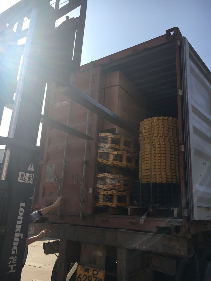 Merry Christmas but keep working. Container for export today. #tren de rodaje partes#undercarriage parts for various kinds of brand such as caterpillar/Komatsu/Hitachi/Hyundai/Volvo/Doosan/JCB/Kobelco etc.#undercarriage parts for excavator and bulldozer#track roller, carrier roller, sprocket and segment, idler, track chain, track shoes etc Tel:+86 152 8009 4489  Email:ellen@lkparts.com  Whatsapp/wechat/Line/Viber:+86 152 8009 4489  Skype:ellen890210 web:www.lkparts.com