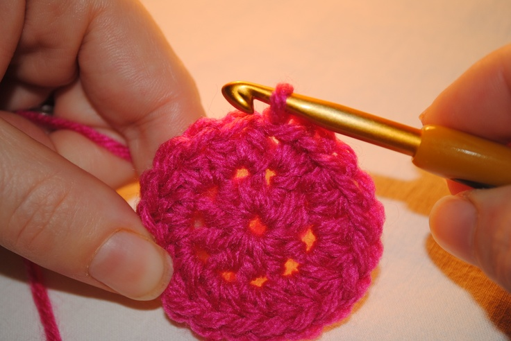 Seamless Crochet Rounds... video and picture tutorial.  Make hats with NO seams!