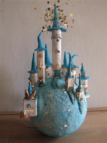 Droomwerelden van klei - could do this maybe with paper mache..