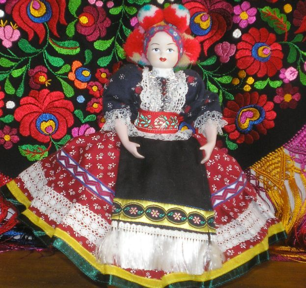 China doll dressed up in Matyó style.