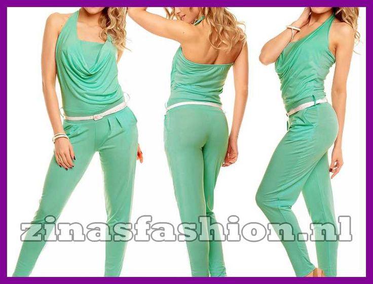 Deze jumpsuit is er in het groen bij de jumpsuit zit een witte riem hij is van het merk fashion.24,95