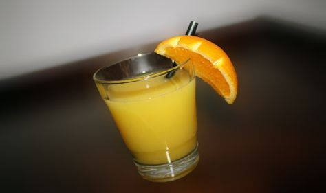 Cocktail Screwdriver is a classic and popular mixed drink with vodka and orange juice. Learn more how to prepare that classic and alcoholic cocktail.