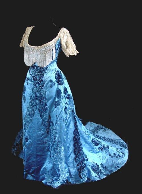 Ballgown by Worth, ca 1890-95