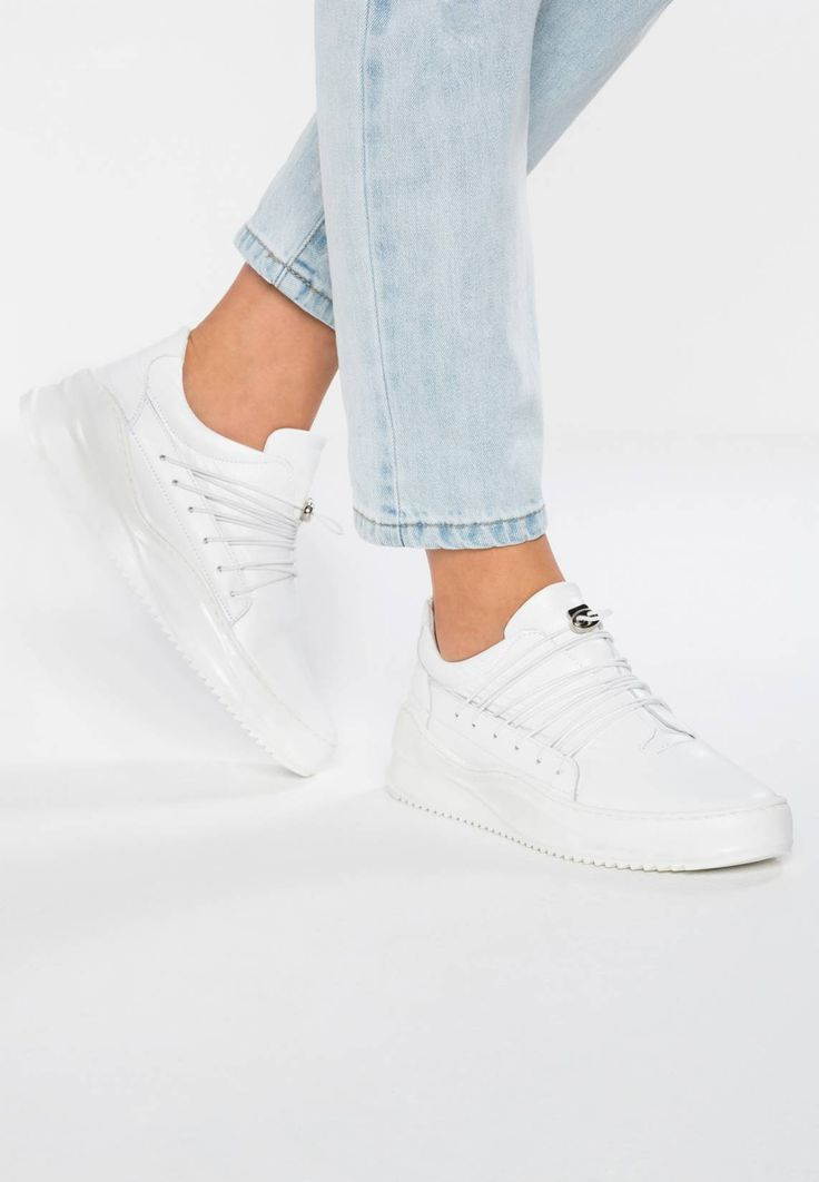 Bronx. Trainers - white. Pattern:plain. Sole:synthetics. Padding type:Cold padding. Shoe tip:round. Heel type:flat. Lining:imitation leather/ textile. detail:decorative seams. shoe fastener:laces. upper material:leather. I...