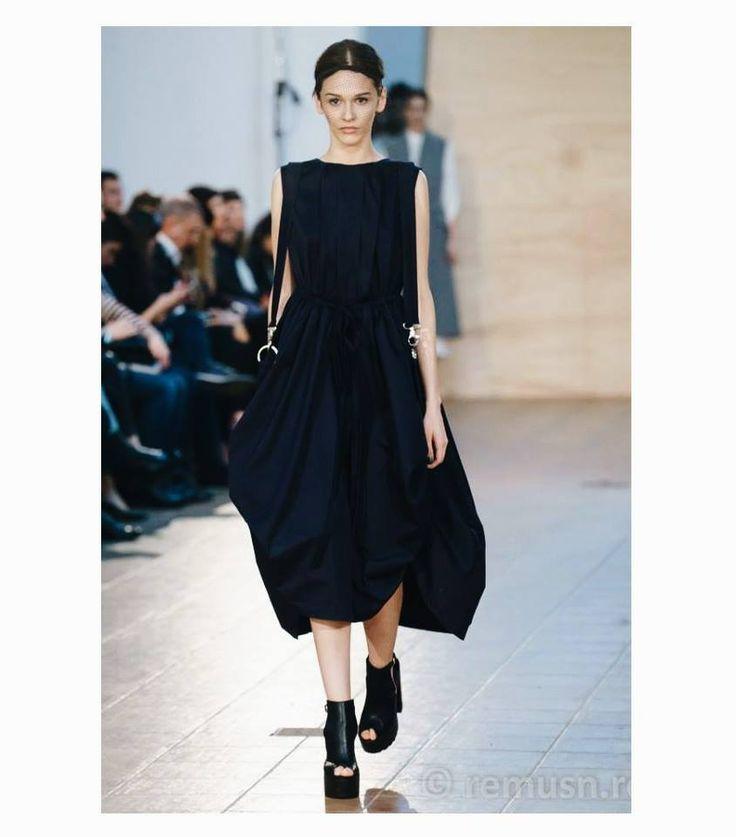 Navy blue Draped Dress  Fashion designer : Andreea Castrase