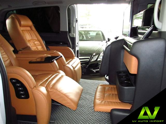 Mercedes benz vito 122 cdi 3 0 at x long eu5 traveliner for Mercedes vito interieur