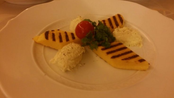 Baccalà mantecato con polenta ai ferri