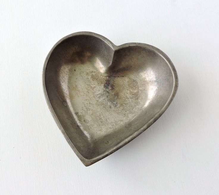 134 best images about vintage home decor on pinterest for Heart shaped jewelry dish