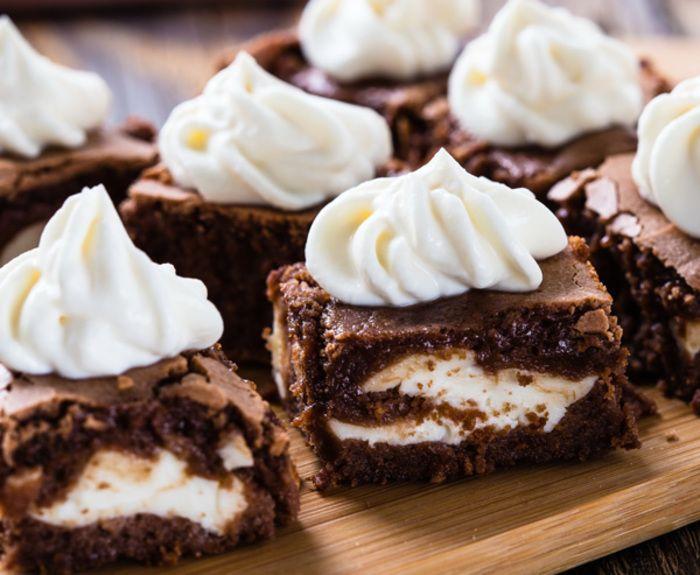 Η Κουβερτούρα ΓΙΩΤΗΣ θα κάνει τα brownies απίστευτα σοκολατένια, ενώ η Κρέμα Ζαχαροπλαστικής Τσήζκεικ θα δώσει ακόμη πιο απολαυστικό αποτέλεσμα. Αδύνατον να τους αντισταθείτε!