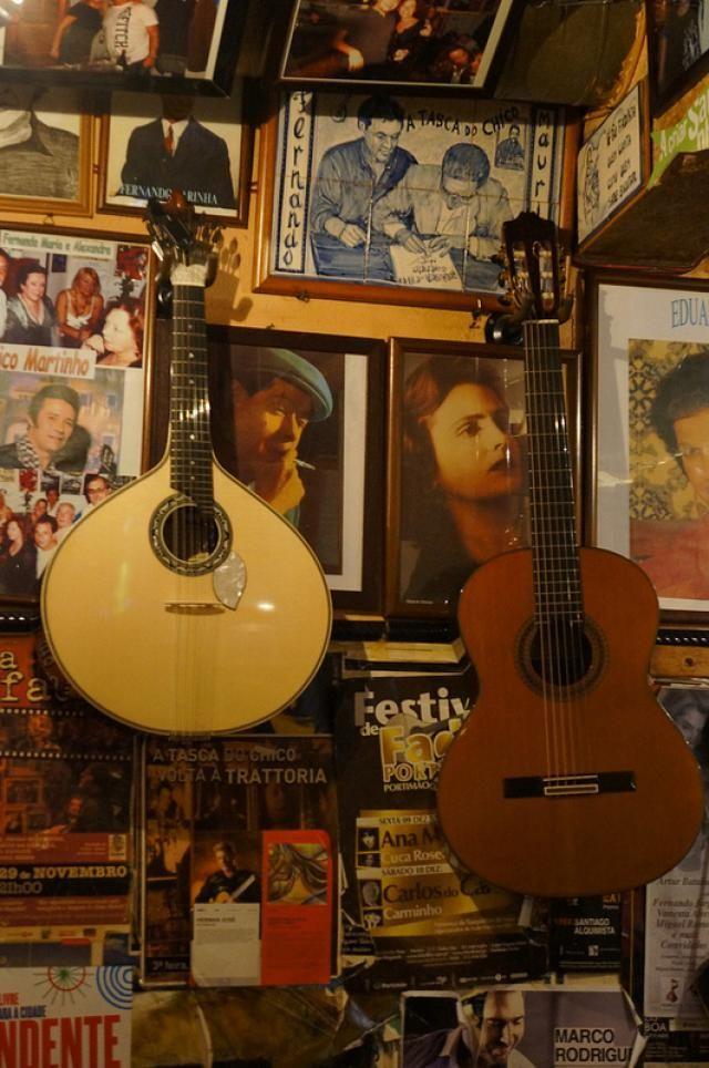 Fado in Portugal: Fado guitars