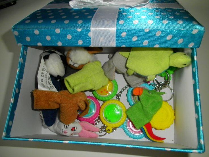 """""""Cadeautje"""" voor als de kleuters klaar zijn met opruimen, met kleine speeltjes…"""