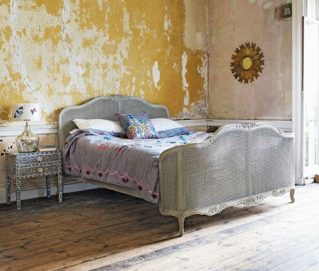 metall vintage schlafzimmer m bel bett nachttisch gelbe wand new flat ideas pinterest. Black Bedroom Furniture Sets. Home Design Ideas